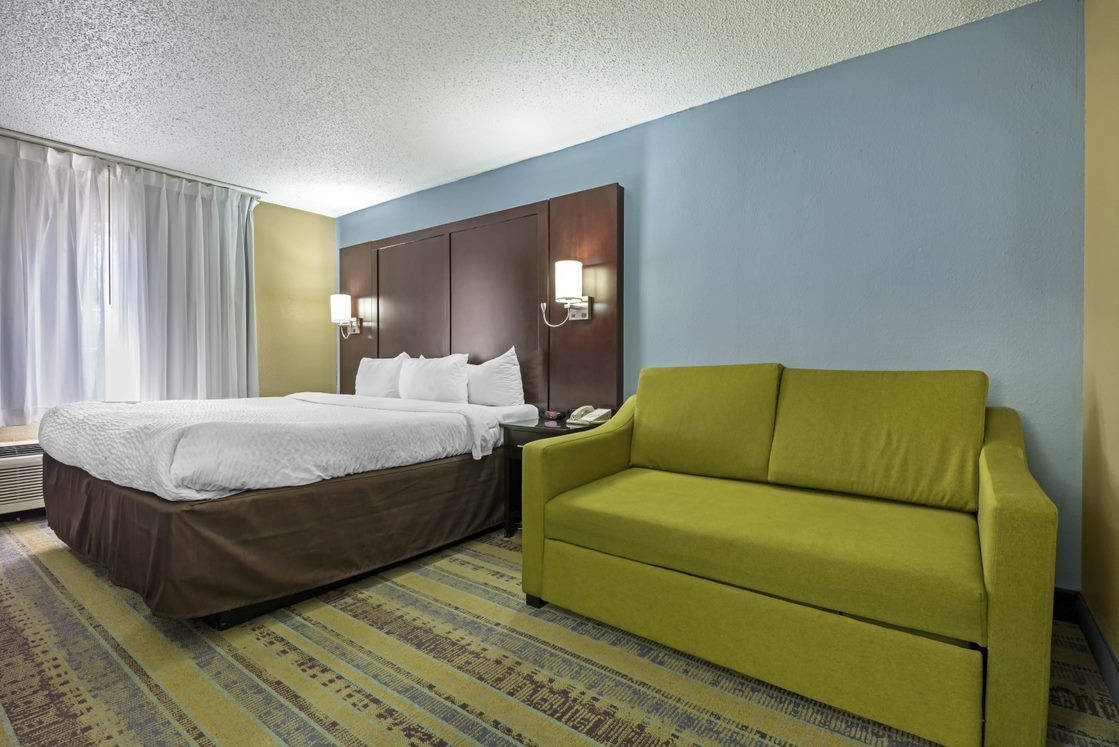 Awesome Hotel Rooms Suites In Lexington Ky Clarion Hotel North Short Links Chair Design For Home Short Linksinfo