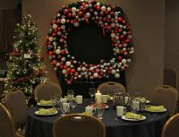 Table Setting Christmas Wreath